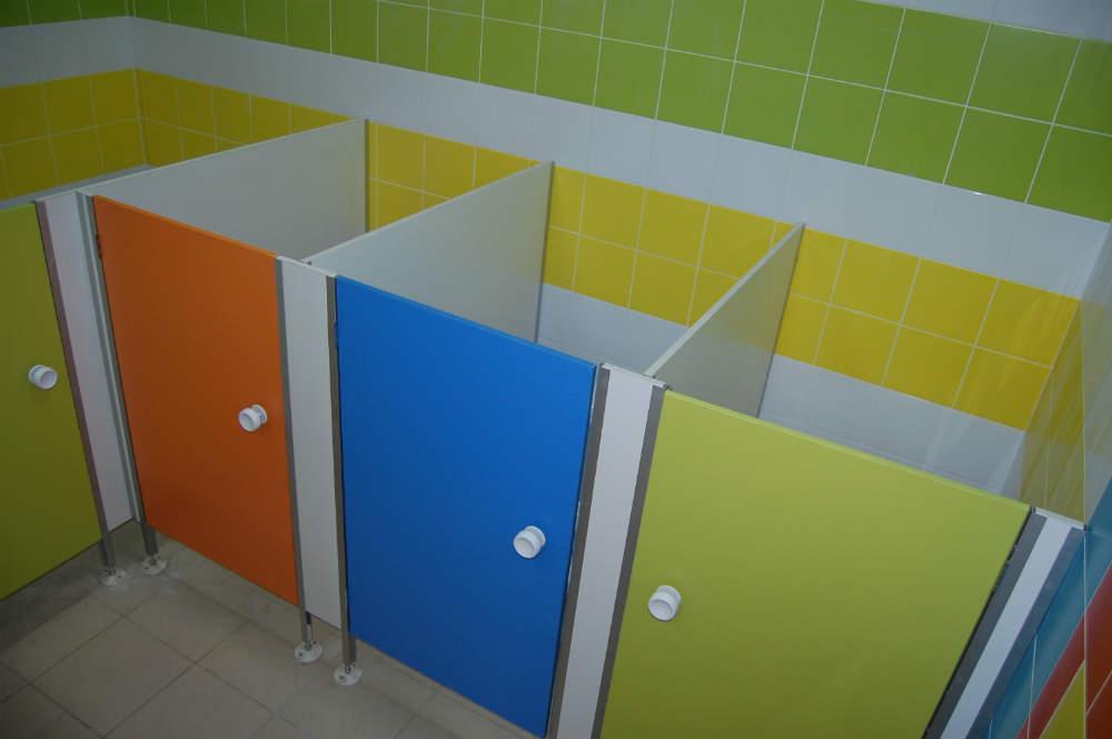 Туалетную кабинку своими руками 57